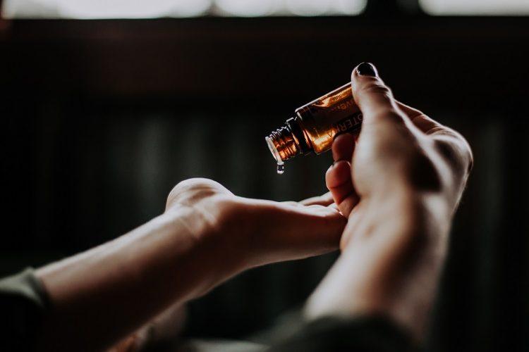 huile de monringa en flacon